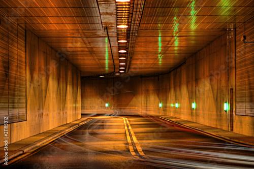 Foto auf AluDibond Weinlese-Plakat Tunnel bei Nacht