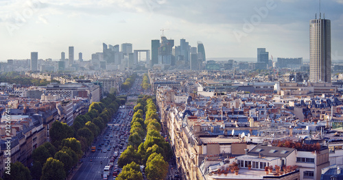 Fotografia  The Champs Elysees and La Defense in late afternoon light