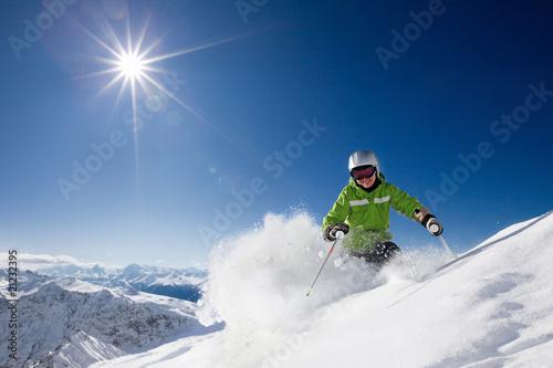 Poster Wintersporten Happy female skier with mountain view