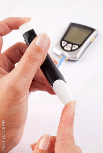 Fotografia  Mujer diabética haciendo un test.