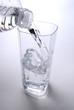 verre d'eau et bouteille 2