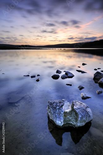 Photo sur Plexiglas Zen pierres a sable Tranquil lake at sunset