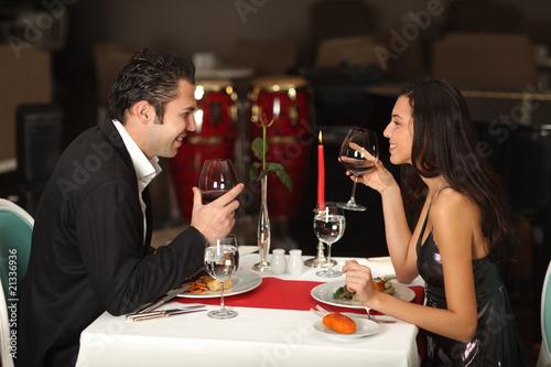 Fotografía  Romantic couple having dinner