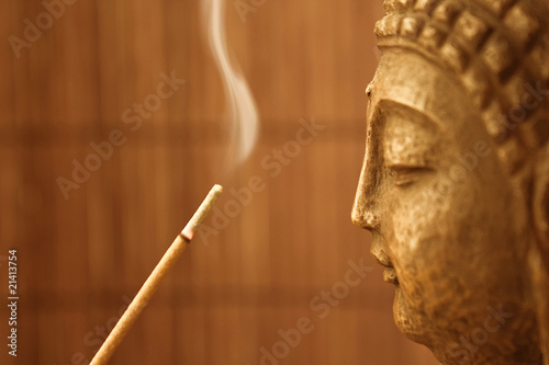 Tuinposter Boeddha ZEN Tempel - Smoke Meditation with Buddha Head
