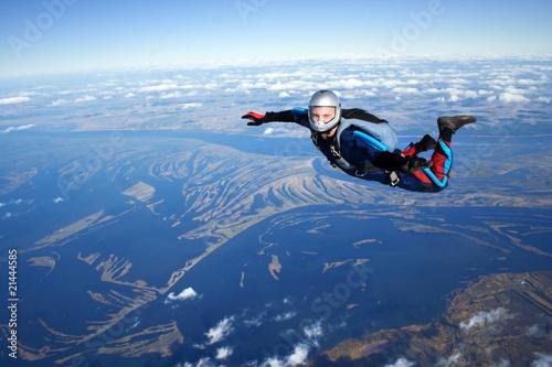 Canvas Print Skydiver falls through the air