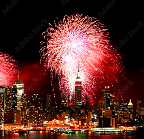 Foto op Plexiglas Volle maan The New York City skyline and fireworks