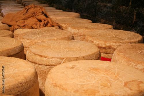 Affinage du fromage Salers Fototapet