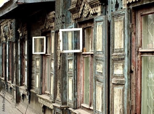 Fototapeta Historisches Holzhaus in der  Metropole Krasnojarsk obraz