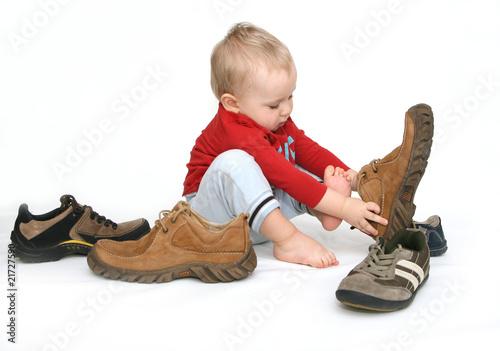 Fotografia  Baby and big shoes