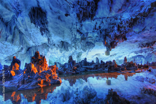 La pose en embrasure Guilin reed flute cave crystal palace