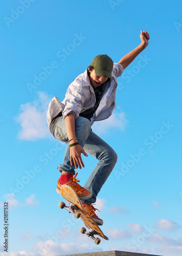 skateboarder hand up