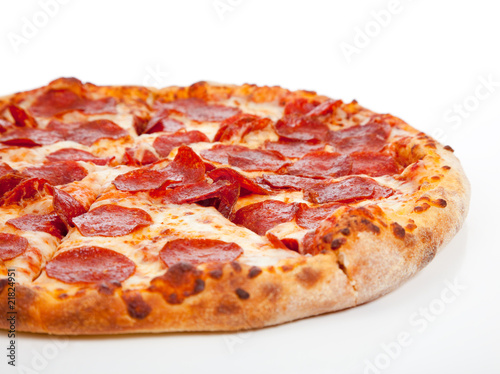Photo  Pepperoni pizza  on a white background