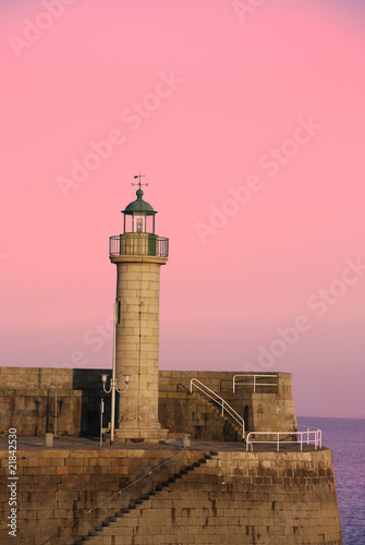 Papiers peints Rose banbon Le phare du port de Binic