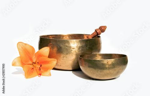 Photo  Klangschalen mit Blüte