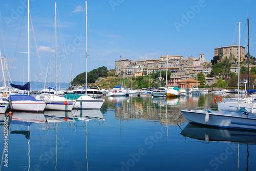 Fototapeta  Capodimonte veduta panoramica - Viterbo - Il porto e la Rocca
