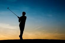 Ältere Golfspielerin Als Silh...