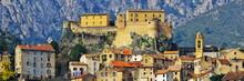 Vue Panoramique De La Citadelle Et De La Ville De Corte En Corse