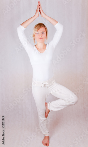 Obraz young woman relaxing (standing) - on white background - fototapety do salonu