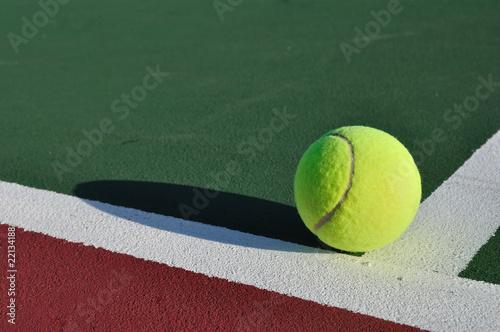 Photo  Yellow Tennis Ball on Court