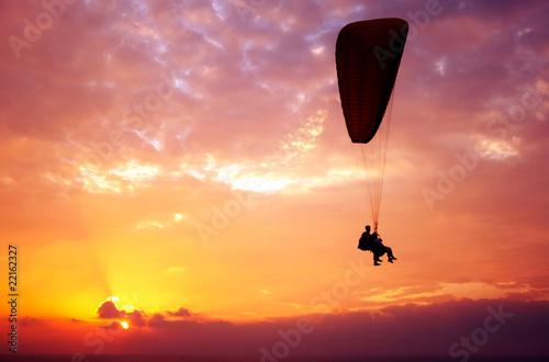 Foto op Canvas Luchtsport Flight of paraplane above Mediterranean sea on sunset