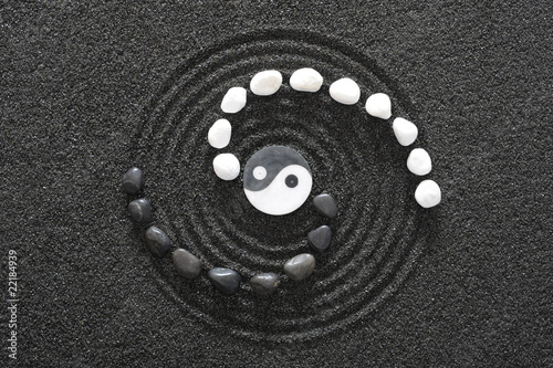 Photo  zen garten mit yin und yang