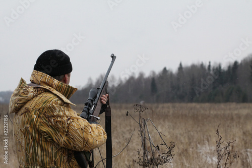 Fotobehang Jacht Huner with rifle waiting for animal