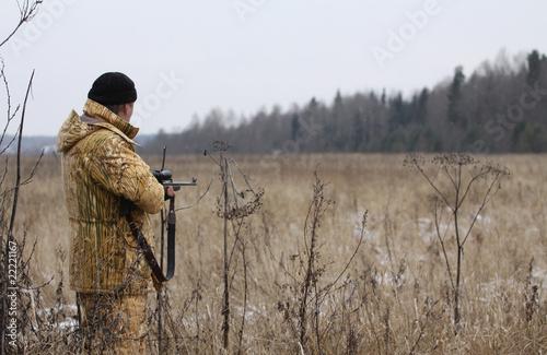 Foto auf Leinwand Jagd Huner with rifle waiting for animal