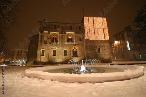 Photo castello innevato
