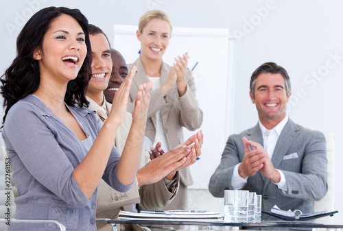 Fotografía  Cheerful business people applauding in a meeting