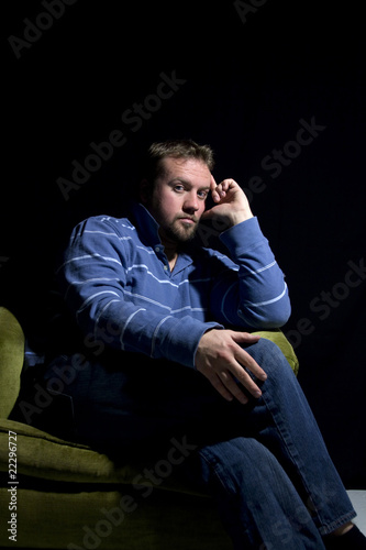 Fotomural Sad Man Sitting on a Chair