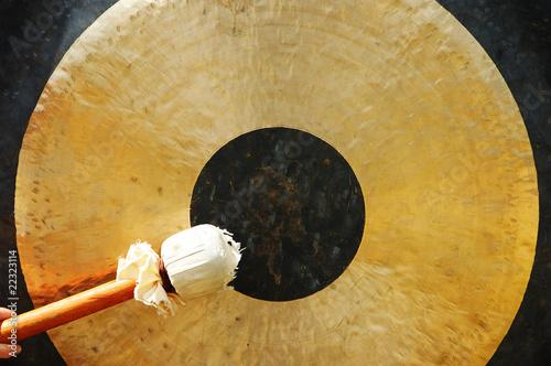 Fotografía  gong with hammer