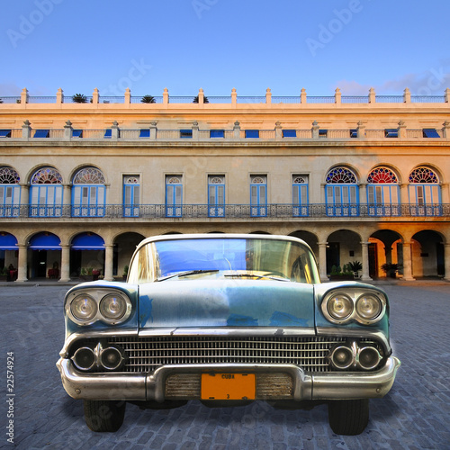 Türaufkleber Autos aus Kuba Old car in havana street