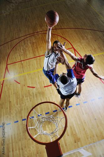 Fotografiet  playing basketball game