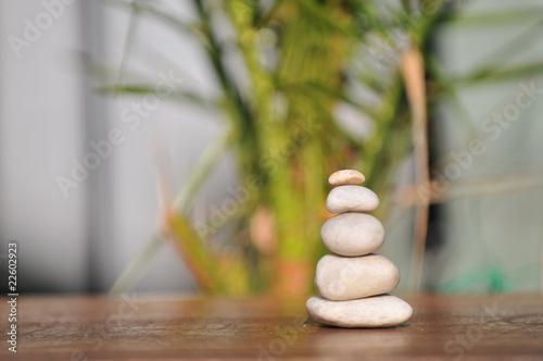 Montage in der Fensternische Zen Steine