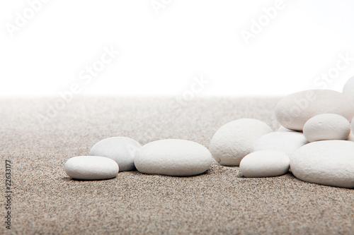 Photo sur Toile Zen pierres a sable Ambiance zen - pierres blanches et sable