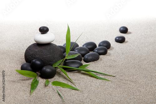 atmosfera-zen-kamienie-i-bambus