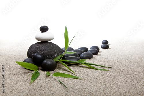 Photo sur Plexiglas Zen pierres a sable Ambiance zen - pierres et bambous