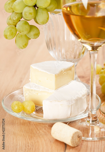Fototapety, obrazy: Still-life with bunch of grapes and white wine