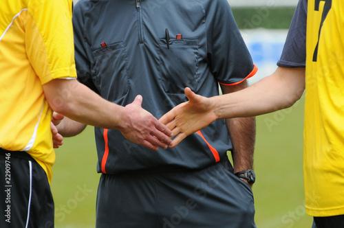 la poignée de mains des deux joueurs Fototapet