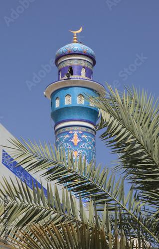 Minarett und Dattelpalme in Muttrah Sultanat Oman Fototapeta