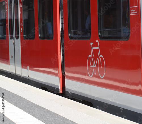 Foto op Aluminium Spoorlijn Fahrrad-Zug