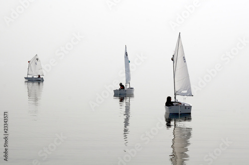 Pinturas sobre lienzo  Optimist class yacht sailing