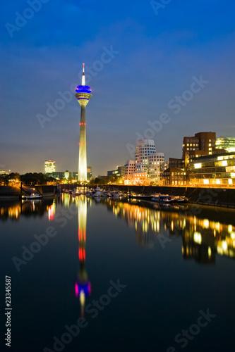 Foto-Kassettenrollo premium - Düsseldorf Medienhafen bei Nacht