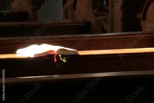 Valokuva  Gotteslob auf Kirchenbank