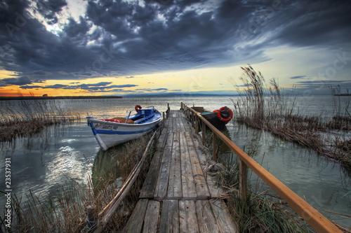 Ingelijste posters Pier barcas en el embarcadero