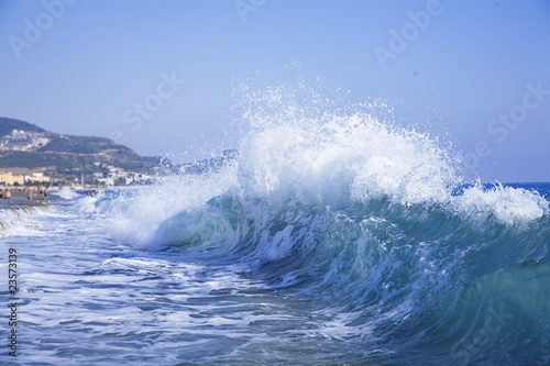 Stickers pour porte Eau foamy big blue waves in a clear summer day