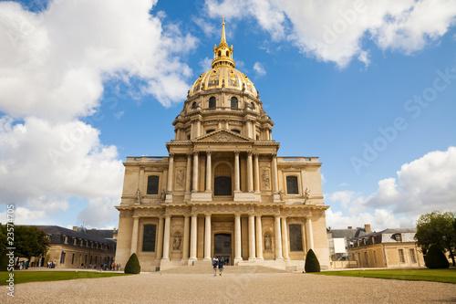 Foto op Plexiglas Historisch geb. Facade of Saint Louis chapel from Les Invalides complex, Paris