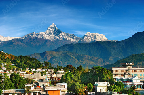 Montage in der Fensternische Nepal City of Pokhara and mount Machhapuchhre, Nepal