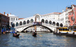 Rialtobrücke in Venedig von vorne