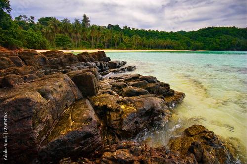 Fototapeten Wasserfalle Gloomy weather on the tropical beach.